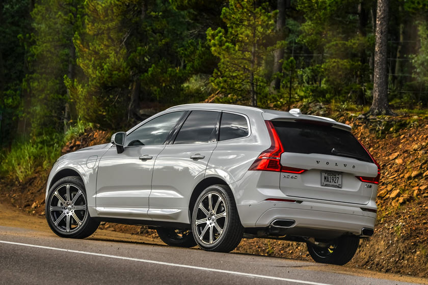 2018-2019 Volvo XC60 Plug-in Hybrid Three Quarter Rear Left