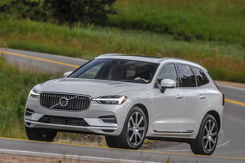 2018-2019 Volvo XC60 Plug-in Hybrid Three Quarter Front Left Dynamic