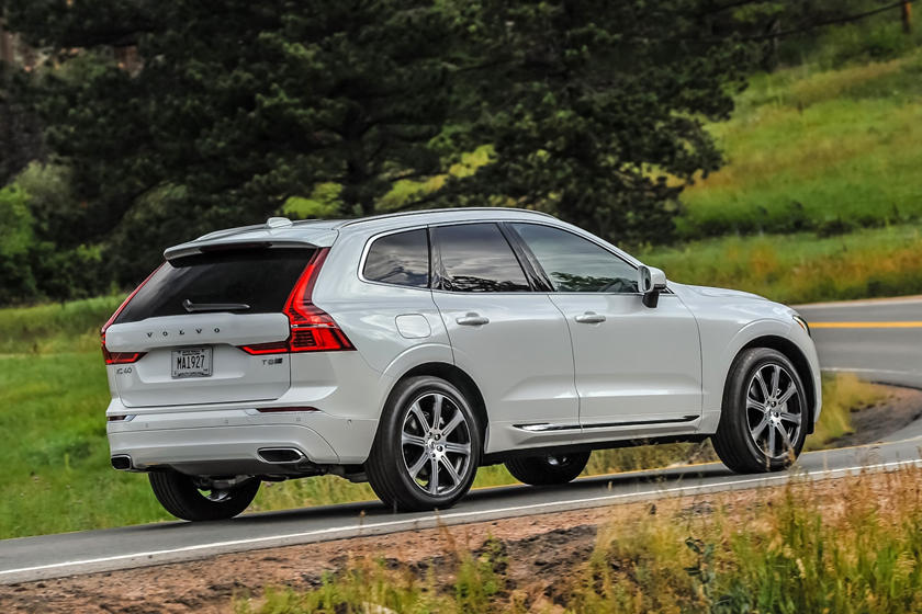 2018-2019 Volvo XC60 Plug-in Hybrid Three Quarter Rear Right Dynamic