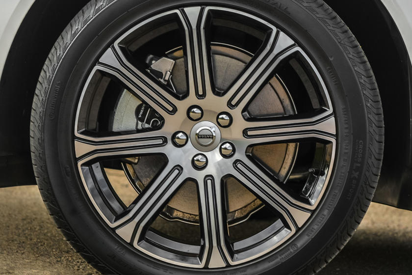 2018-2019 Volvo XC60 Plug-in Hybrid Wheel Closeup