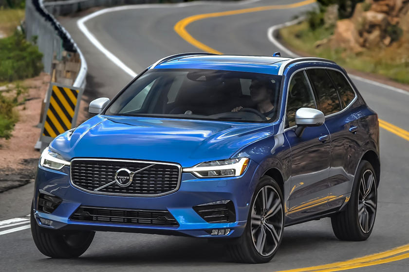 2018-2019 Volvo  XC60 Three Quarter Front Left  Dynamic
