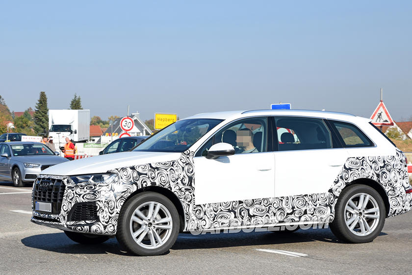 2020 Audi Q7 Facelift Spied With Fancy New Grille And Headlights