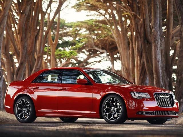 The Facelifted 2015 Chrysler 300 is Still the Best-Looking Car for