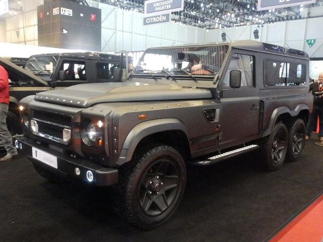 Kahn Design's Flying Huntsman 6x6 Is The Ultimate Land Rover ...