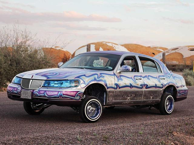 This Guy Turned A Lincoln Town Car Into A Lowrider And It S Totally