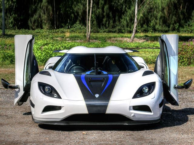 Interiors Exposed: How The Koenigsegg Agera Manages To Stay ...