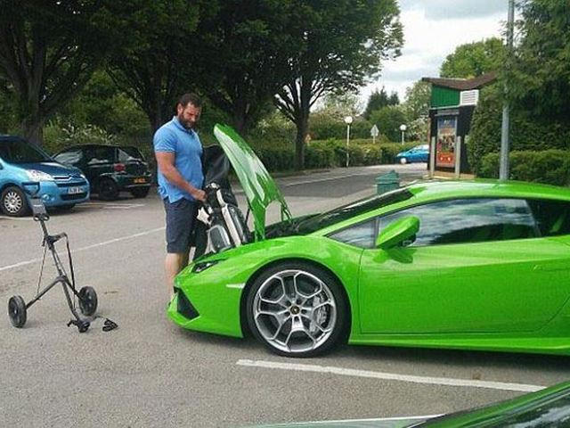 This Guy Cant Fit His Golf Clubs In His Lamborghini Huracan CarBuzz - Acura golf clubs