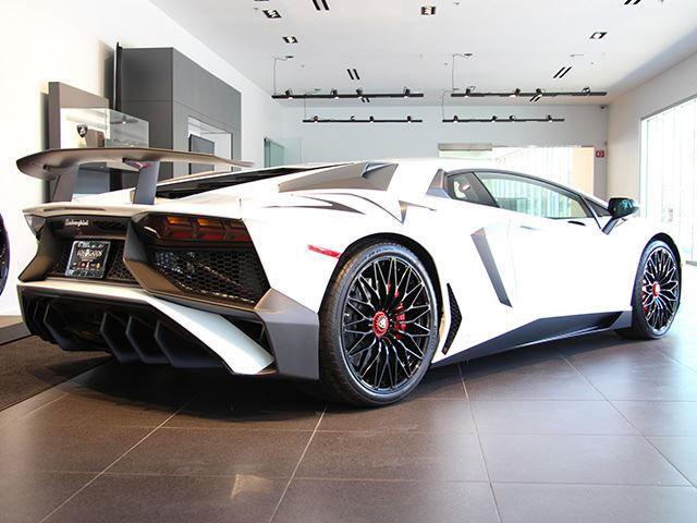 Here S Why The Lamborghini Aventador Sv Would Destroy The Ferrari
