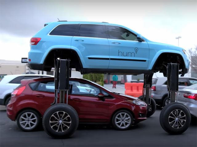 This Jeep Grand Cherokee Has A Hydraulic Lift That Defeats Traffic