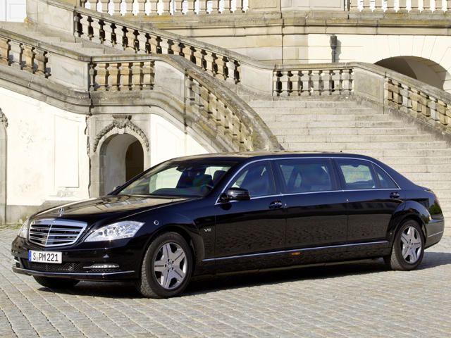 Armored opulence mercedes benz s 600 pullman guard carbuzz for Mercedes benz armored